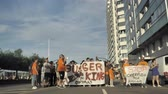 протест : 29072018 Gijon, Asturias, Spain Protest actions of employees against Burger King restaurant net, police regulation, 4k Стоковые видеозаписи