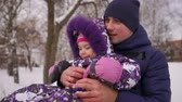 lánya : Dad pushes her daughter on a rubber inflatable snow tube in slow motion