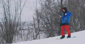 udatnost : Use your smartphone to take pictures of landscapes while snowboarding on the ski slope