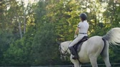 eyer : Slow motion: Horseback riding from horsewomen