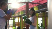 combativo : Female boxer works out with trainer in the gym.Slow mo Vídeos