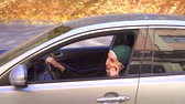 eşarp : Muslim businesswoman in hijab in the car and talking on the phone Stok Video