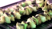 soğan : Grilling fresh meat and vegetables closeup Stok Video