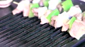 houby : Grilling fresh meat and vegetables closeup Dostupné videozáznamy