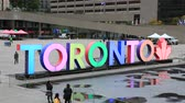 praça : Toronto, Canada - Oct 11, 2017: Colorful Toronto sign at the Nathan Phillips Square in the city of Toronto. Province of Ontario, Canada