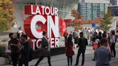 atração turística : Toronto, Canada - Oct 21, 2017: Visitors taking pictures at the La Tour CN Tower sign in the city of Toronto. Province of Ontario, Canada