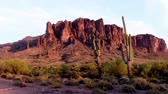 Ein Blick auf die Superstition Mountains in Lost Dutchman State Park in Apache Junction Arizona.