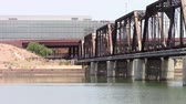 pontes : Tempe, Arizona, USA - June 24, 2015: Tempe Town Lake. Railroad bridge connects the north and south shores of the popular lake.