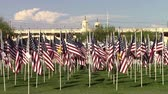 американский флаг : Tempe, Arizona, USA - September 11, 2015:  2977 American flags, one for each victim of the 911 tragedy, flys on the anniversary day.