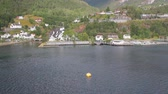 liman bölgesi : Water area of ??port and settlement ashore. Hellesylt, Norway Stok Video