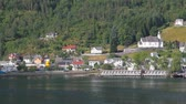 norueguês : Gulf, port and settlement on sea coast. Hellesylt, Norway