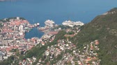 к северу : City, seaport and cruise liners in port. Bergen, Norway