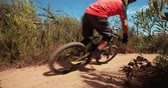não urbano : Mountain biker riding in the moutains doing a singletrack cross country trail in slow motion