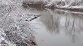 país das maravilhas : Heavy snow on the river. Winter weather
