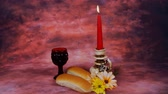 sábado : Sabbath image. challah bread, candelas on wooden table. glitter overlay