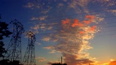 tensão : Silhouette electricity pylons in sunset background - ULTRA HD, 4k