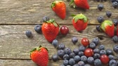 amoras : Colorful Mixed Fruit platter with Strawberry, Blueberry, and Grape. Healthy food SLOW MOTION hd video Vídeos