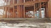 переделывать : Building of New Home Construction exterior wood beam construction