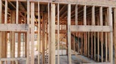 переделывать : New building unfinished outside the wood frame and beam construction