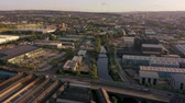 поднятый : SHEFFIELD, UK - 13TH AUGUST 2019: Aerial footage of a reveal of Sheffield City, South Yorkshire, UK at Sunset