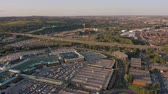 jorkšírský : SHEFFIELD, UK - 13TH AUGUST 2019: Aerial vertical reveal of the M1 and Meadowhall in Sheffield, South Yorkshire, UK during Sunset