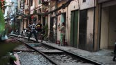 vietnamita : Hanoi, Vietnam - 18th October 2019: Tourists pose for photos on the famous train street, now closed due to dangerous behaviour