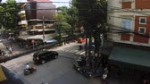 hoek : Hanoi, Vietnam - 10th October 2019: Busy street corner in Hanoi recorded from a coffee shop above