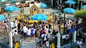 tanrılar : BANGKOK, THAILAND - 15 MAR : Tourist visit at Erawan Shrine on 15 March 2019 in Bangkok, Thailand