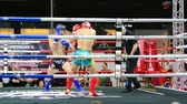 partida : BANGKOK, THAILAND - 15 MAR : Unidentified kick boxing fighter fighting at boxing ring on 15 March 2019 in Bangkok, Thailand Stock Footage