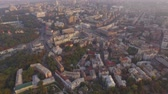 santuário : Kiev city center aerial sightseeing. Central part of the Ukrainian capital with many historical buildings and srteets Stock Footage