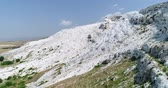 varanda : Aerial. Pamukkale terraces or cotton Castle. Brilliantly white calcium cliff. Turkey. 4K.