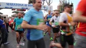 Rom, Italien - 10. April 2016: Abreise der Athleten in der XXII Rom-Marathon. Stock Footage