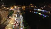 Along the Tiber River in Romes summer night life. Time-lapse, in the scene the protagonists are the people who stroll down to the river and attend nightclubs. Stok Video