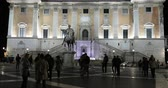 Rome, Italy - November 4, 2018: Piazza del Campidoglio with the equestrian statue of Emperor Marcus Aurelius. People walking in the square in the evening, illuminated by artificial lights. In the background the fa?ade of the Palazzo Senatorio, seat of the Stok Video