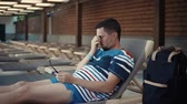 à beira da piscina : Grown man lying in lounge chair in a resort pool area. Tired and sleepy man looking around by pool area.