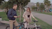 jazda na rowerze : Man and woman making a stop on a bicycle ride route to look for a marchroute. Active lifestyle. Wideo
