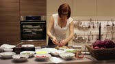 šunka : The woman prepares the pizza in the kitchen. Lays out the ingredients for the dough