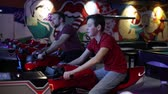 chapéus : Slot Machines. People ride on motorbike simulation game