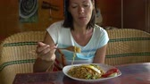 bo : A woman in a cafe eats Mia Goreng