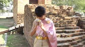Thai woman in thai traditional dress in archaeological site Stok Video
