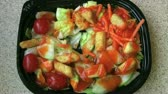 saláta : Time lapse of a garden salad, with tomatoes and cucumbers, disappearing as its being eaten.