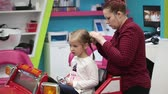 teenagerin : Kid Haarschnitt in der Kinder Barber Salon