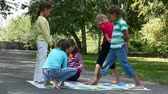jogos : Children playing in the park