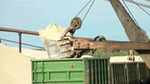 processo : Excavator unloading sand in the bucket at construction site