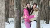 tronco : Two cheerful girls enjoying themselves in winter forest Vídeos