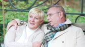 casamento : Mature couple spending their weekend in park or countryside