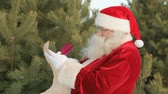 weihnachten : Santa writing a Christmas letter to greet all children and their families