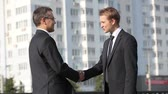 internar : Mature partner meeting his young colleague, shaking hands and going away Vídeos
