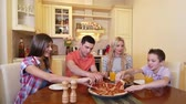 parcela : Family of four enjoying their pizza lunch
