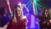 discoteca : Lovely youth with Bengal lights having a festive night in the club  Stock Footage
